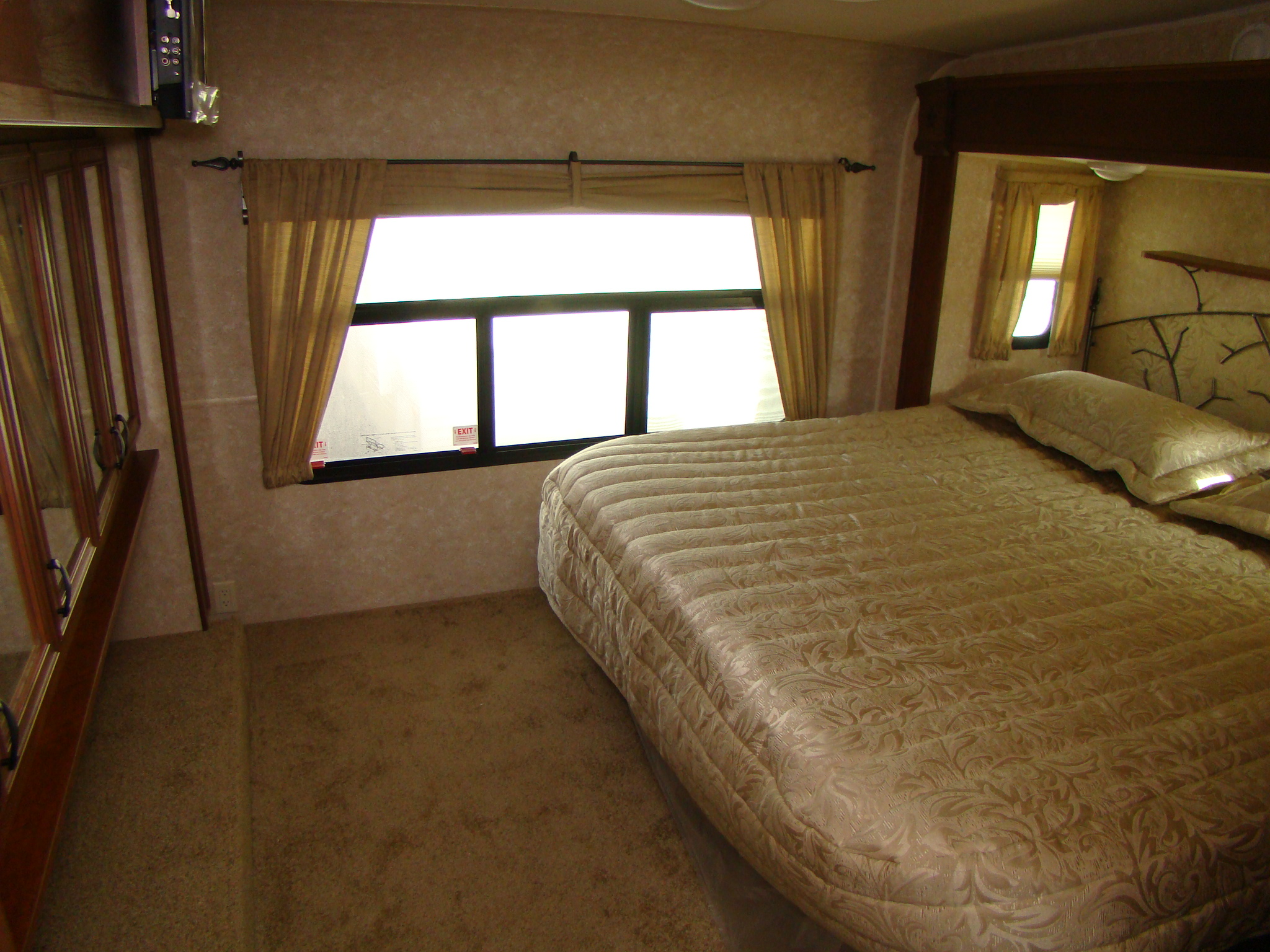 Open range rving is easy at lerch rv - Trailer bedroom ideas ...